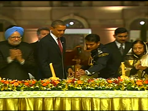 new delhi, india president obama, india prime minister manmohan singh and president pratibha patil toast at state dinner at the rashtrapati bhavan... - healthcare and medicine or illness or food and drink or fitness or exercise or wellbeing stock videos & royalty-free footage