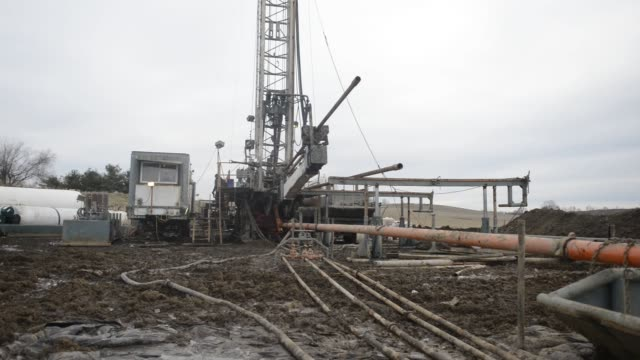 single stack drilling rig stands at a knox energy inc. oil drilling site in knox county, ohio, u.s., four inch drill pipe sits in a tub at a knox... - inch stock videos & royalty-free footage
