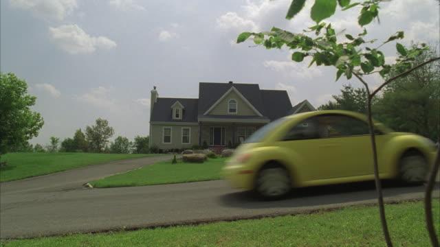 ms, single suburban house, usa - volkswagen stock-videos und b-roll-filmmaterial