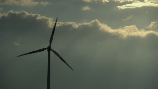 ms single wind turbine against cloudy sky, paderburne, germany - turbine stock-videos und b-roll-filmmaterial
