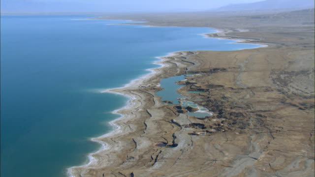 vidéos et rushes de sinkholes near the dead sea, formed by dissolution of underground salt by incoming freshwater, as a result of a continuing sea level drop, israel, judea desert - terre en vue