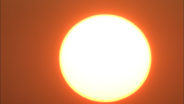 sinking sun in matsue, japan - 沈没する点の映像素材/bロール