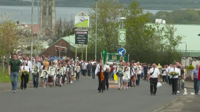sinn fein easter rising commemoration in derry; northern ireland: derry : republican commemoration marchers along up hill towards cemetery and sinn... - northern ireland stock videos & royalty-free footage