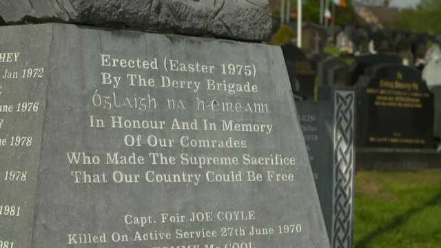 sinn fein easter rising commemoration in derry northern ireland derry ext general views of cemetery and monument to republican soldiers / martin... - martin mcguinness stock videos and b-roll footage