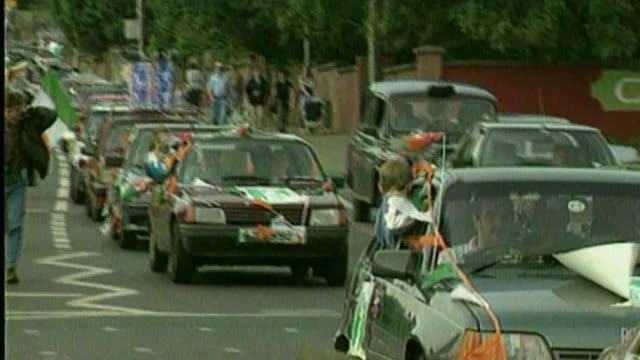 sinn fein politician and former ira terrorist martin mcguinness dies aged 66; bsp310894026 / 31.8.1994 belfast: various of convoy of taxis along road... - ceasefire stock videos & royalty-free footage