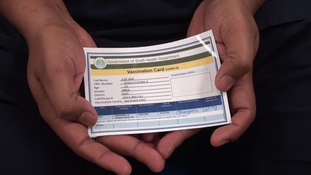 vídeos de stock, filmes e b-roll de sinopharm group co. covid-19 vaccinations in the adult vaccination center at the dow university hospital. in karachi, sindh, pakistan, on wednesday,... - artigos de vidro de laboratório