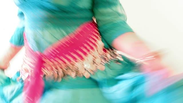 sinti/belly dancer studio shot. close up of hits - kosmetisches stirnband stock-videos und b-roll-filmmaterial