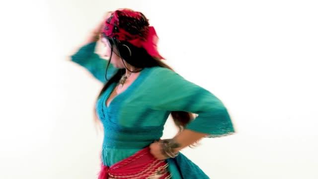 sinti/belly dancer studio shot - kosmetisches stirnband stock-videos und b-roll-filmmaterial