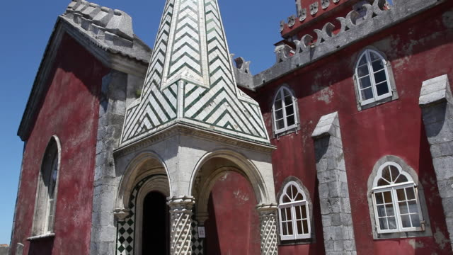 vidéos et rushes de sintra, pena national palace, view of the entrance to the church - chapelle