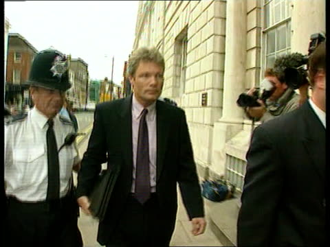 vidéos et rushes de sion jenkins convicted for the murder of billie-jo jenkins; itn england: sussex: lewes ext sion jenkins, accused of the murder of his foster daughter... - famille d'accueil