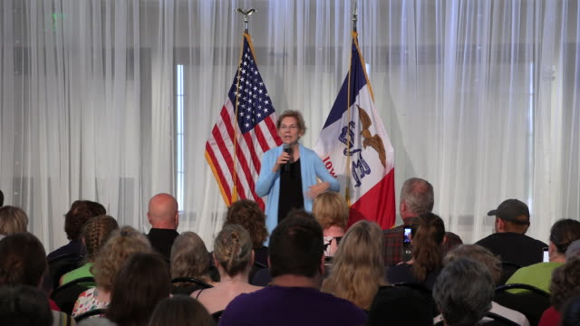 sioux city, iowa, usa: elizabeth warren poses for a selfie with a supporter as she campaigns for the democratic nomination for the 2020 united states... - united states presidential election stock videos & royalty-free footage