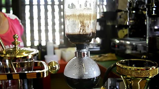 siphon-kaffee - ausgusstülle stock-videos und b-roll-filmmaterial