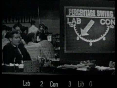 sir alastair burnet and sir david nicholas to retire itn lib b/w london itn studio cms alastair burnet fronting 1964 general election programme sof... - allgemeine wahlen stock-videos und b-roll-filmmaterial