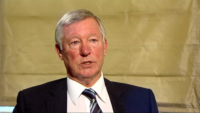 sir alex ferguson autobiography; london: int sir alex ferguson sot - don't think it was fair on manchester united to criticise the players the way he... - biografia video stock e b–roll