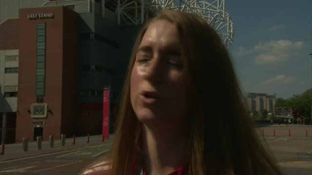 stockvideo's en b-roll-footage met sir alex ferguson remains in intensive care following emergency surgery for a brain haemorrhage old trafford ext vox pops - bloedverlies