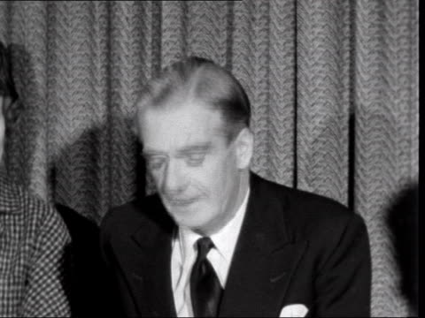 sir anthony eden and wife leave lap for jamaica ***also london lap int anthony eden mp interview sof i am deeply sorry to be having to leave the... - suez canal stock videos & royalty-free footage