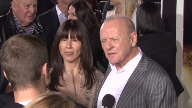 vidéos et rushes de sir anthony hopkins at the 'the rite' premiere at hollywood ca - anthony hopkins