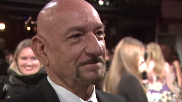 stockvideo's en b-roll-footage met sir ben kingsley on playing both the young and elderly georges méliès and on having much younger wife at the royal film performance of 'hugo' at... - georges méliès