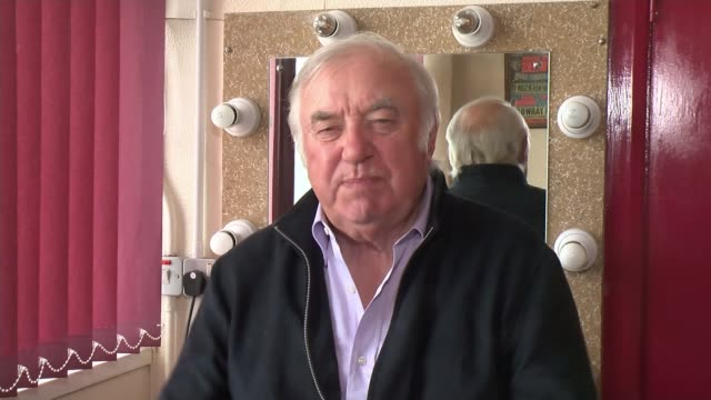 sir bruce forsyth dies aged 89 int jimmy tarbuck interview sot - jimmy tarbuck stock videos & royalty-free footage