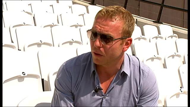 sir chris hoy interview in olympic stadium england london stratford olympic stadium ext sir chris hoy arriving in olympic stadium and along on... - ランス・アームストロング点の映像素材/bロール