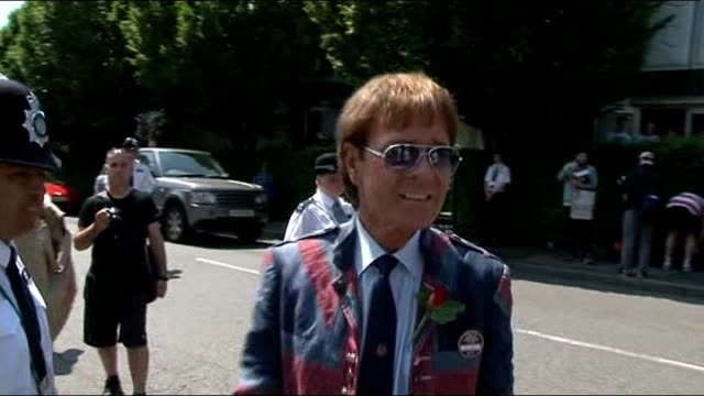 stockvideo's en b-roll-footage met sir cliff richard historic sex offence allegation: police say a number of people have come forward with information; r07071313 / 7.7.2013 wimbledon:... - number 9