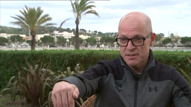 sir dave brailsford defends team sky from doping allegations spain mallorca ext sir dave brailsford interview sot key thing for me is that the focus... - suchtmittel abhängigkeit stock-videos und b-roll-filmmaterial
