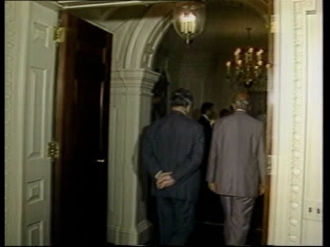 stockvideo's en b-roll-footage met sir geoffrey hose meets with us politicians over south africa sanctions usa washington dc int various of british foreign secretary sir geoffrey howe... - ronald reagan amerikaans president