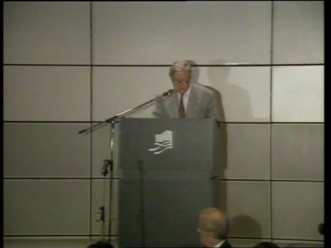 sir geoffrey howe visit day 2 c4n hong kong demonstrators with banners foreign secretary sir geoffrey howe arrives for lunch time speech howe speech... - day 2 stock videos & royalty-free footage