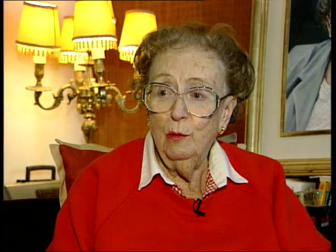 vidéos et rushes de sir harry secombe death: tributes; itn int dame thora hurd interviewed sot - if you worked with harry for more than five minutes you knew him very... - harry secombe