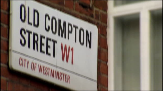 stockvideo's en b-roll-footage met sir ian blair interview on his last day as metropolitan police commissioner road sign 'old compton street w1' men sitting in cafe pull out general... - street name sign
