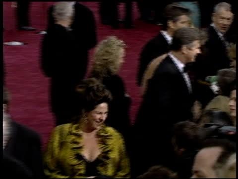 vidéos et rushes de sir ian mckellen at the 2004 academy awards arrivals at the kodak theatre in hollywood, california on february 29, 2004. - 76e cérémonie des oscars