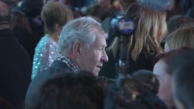 sir ian mckellen at 'the hobbit: the battle of the five armies' world premiere at odeon leicester square on december 01, 2014 in london, england. - the hobbit: the battle of the five armies stock videos & royalty-free footage