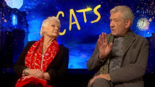 sir ian mckellen, dame judi dench and jason derulo discuss the new fantasy film cats, a remake of the classic stage show. mckellen and dench discuss... - ジュディ・デンチ点の映像素材/bロール