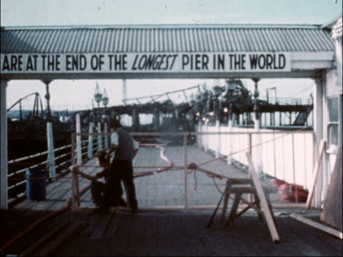 vídeos y material grabado en eventos de stock de sir john betjeman makes appeal to save southend pier 1751980 east sussex brighton of brighton pier 2951978 bournemouth gv crowded beach at... - bournemouth