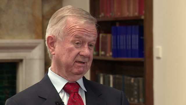 stockvideo's en b-roll-footage met sir john chilcot saying nobody should be able to become a senior minister reading intelligence without attending a training course - massavernietigingswapens