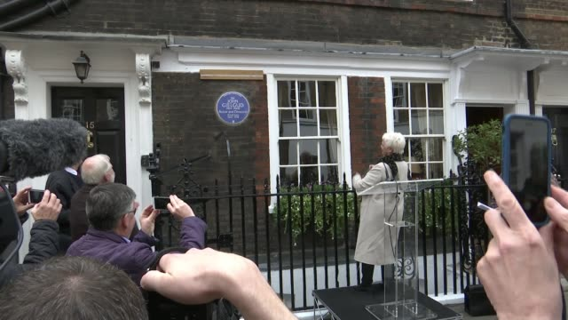 sir john gielgud honoured with blue plaque; sir john gielgud honoured with blue plaque; england: london: westminster: ext dame judi dench unveiling... - john gielgud stock videos & royalty-free footage