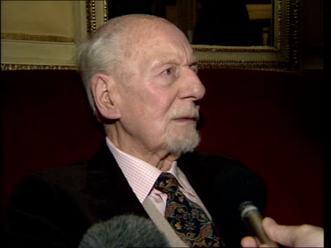 announced lib sir john gielgud interview sot i love being at the vic and stratford/ realised ensemble companies were more important than being a star... - john gielgud stock videos & royalty-free footage