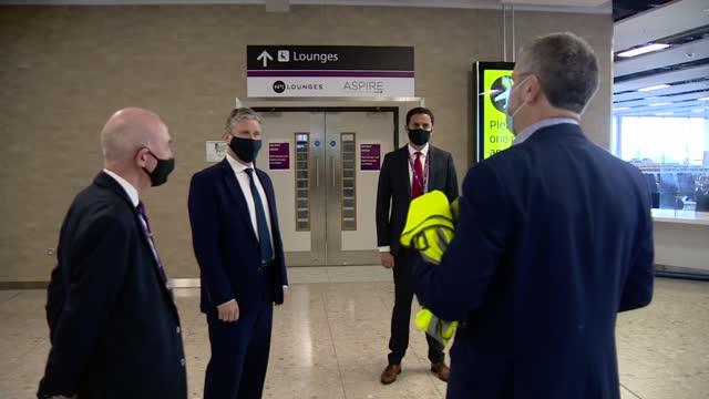 sir keir starmer visits edinburgh airport; scotland: edinburgh: edinburgh airport: int sir keir starmer mp greeted by anas sarwar msp and others /... - politics stock-videos und b-roll-filmmaterial