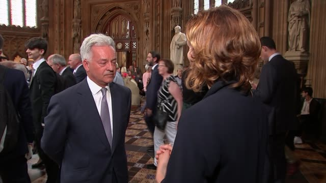 sir kim darroch resigns as ambassador to the us england london westminster houses of parliament lobby rutland and melton setup shot with reporter and... - alan duncan stock-videos und b-roll-filmmaterial