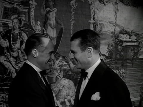sir laurence olivier chats to rene clair at the film premiere of les belles de nuit. 1953. - ローレンス オリビエ点の映像素材/bロール