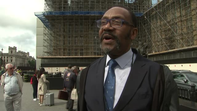 vídeos de stock e filmes b-roll de sir lenny henry amongst those questioning decision to scrap free tv licences for over-75s; england: london: westminster: ext sir lenny henry from... - lenny henry