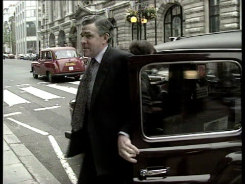 sir marcus fox mp intvwd sot we're looking at the next general election and local elections are not a pointers/this defeat was about recession and... - eurostar stock-videos und b-roll-filmmaterial