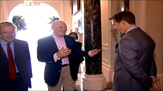 sir menzies campbell faces first liberal democrats conference as party leader england east sussex brighton hilton metropole hotel int sir menzies... - sir menzies campbell bildbanksvideor och videomaterial från bakom kulisserna