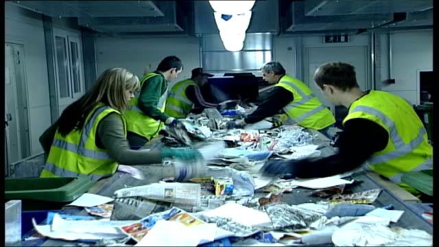 vidéos et rushes de local elections campaign england milton keynes int paper falling down recycling plant chute general view of paper along chute tilt down paper on... - invisible