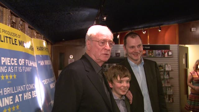 sir michael caine, bill milner and david morrissey at the is anybody there? gala premiere at london . - 俳優 マイケル・ケイン点の映像素材/bロール