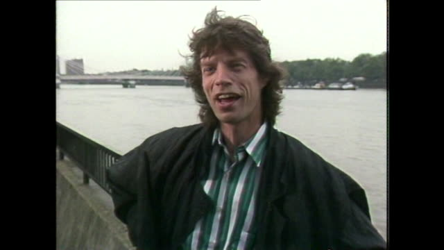 sir mick jagger talking about putting his autobiography on 'the back burner' and that living in the past 'was a bit of a drudge' - biografia video stock e b–roll