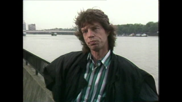 stockvideo's en b-roll-footage met sir mick jagger talks about the plot for a film in collaboration with david bowie about 'two friends that have been in show business together' - david bowie