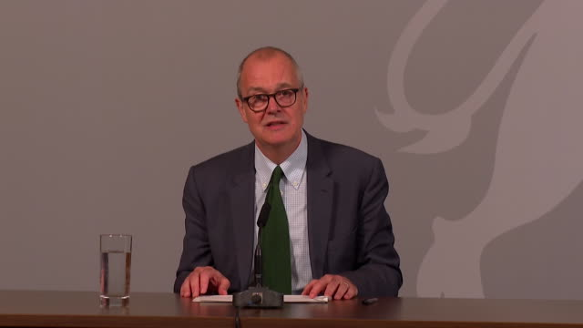 """sir patrick vallance uk government chief scientific adviser about restrictions needed to tackle rising coronavirus cases to avoid exponential growth... - """"bbc news"""" stock videos & royalty-free footage"""