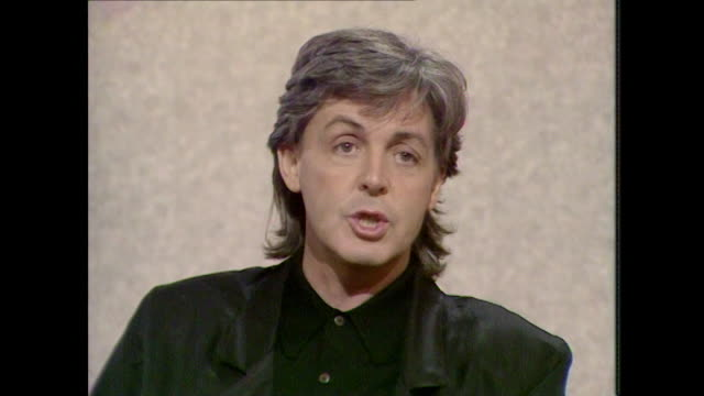 sir paul mccartney saying 'i like criticism because..there is a danger that people are frightened to tell me..it's lousy' - kritiker stock-videos und b-roll-filmmaterial