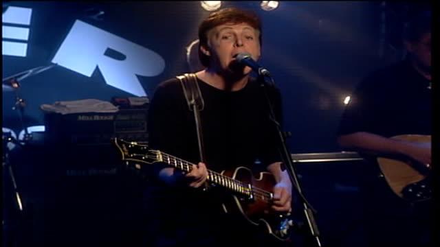 song written after terrorist attacks lib england liverpool cavern club mccartney performing - ポール・マッカートニー点の映像素材/bロール